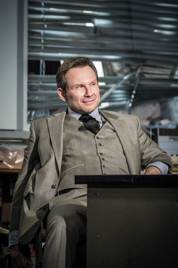 Ложь. Обман. Кража. Искусство glengarry glen ross london production photo 2017 christian slater ricky roma glengarry glen ross at the playhouse c marc brenner 723 hr