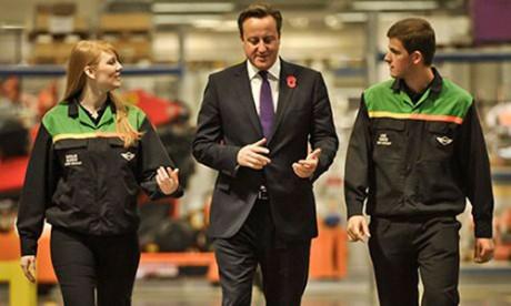 David-Cameron-at-the-Mini Дэвид Кэмерон: «Не вините мигрантов»