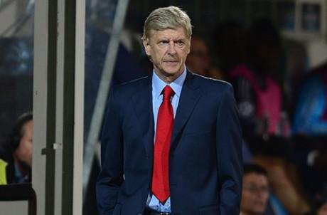 arsene-wenger Арсен Венгер остается с «Арсеналом» ещё на два года