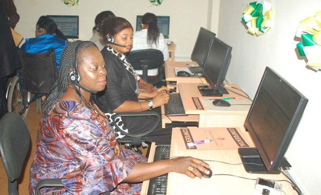 call-centre-staff EE возвращает колл-центры в Британию