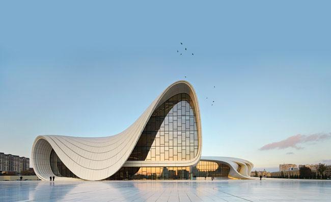 Heydar-Aliyev-Center-Baku Первая среди женщин