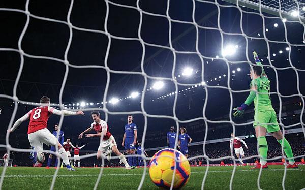 «Арсенал» победил в дерби. Кто будет в четверке?