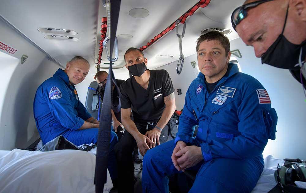 Приводнение дракона: астронавты НАСА успешно вернулись на Землю
