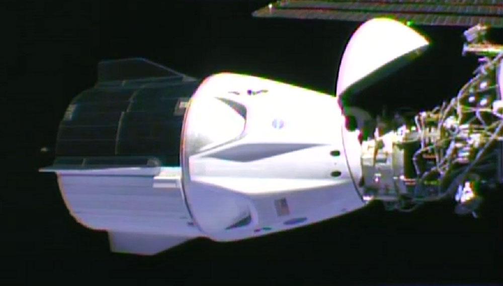 Впервые астронавты NASA отправились к МСК на частном космическом корабле