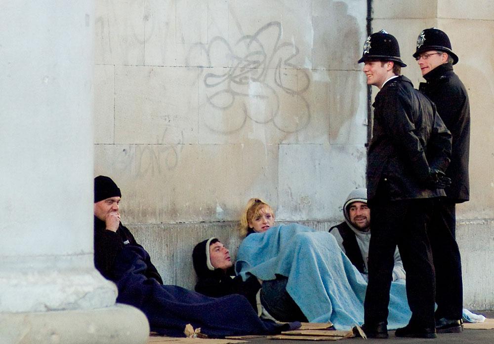 C декабря разрешат депортацию бездомных мигрантов